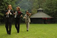 Trio C tot de Derde treedt op in Merkaz